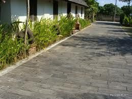 Railroad tie driveway neat landscaping with railroad ties these highly versatile molded concrete pavers are the sustainable do it yourself alternative to typical brick style pavers for patios and walkways solutioingenieria Images