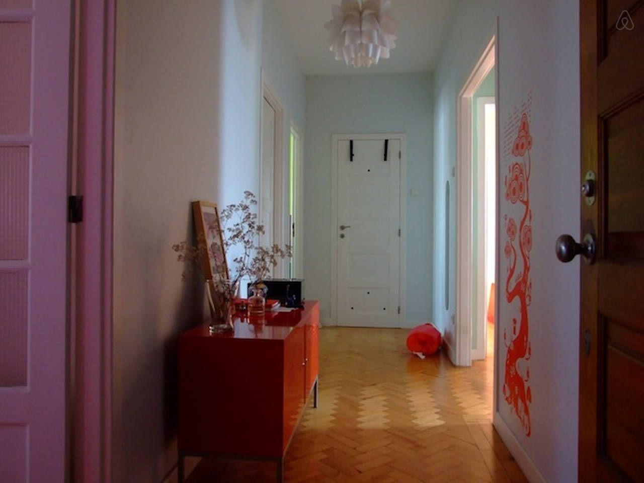 Sunny bedroom apart in Oporto 1   Rent room for 6 months --  good price/location - Get $25 credit with Airbnb if you sign up with this link http://www.airbnb.com/c/groberts22