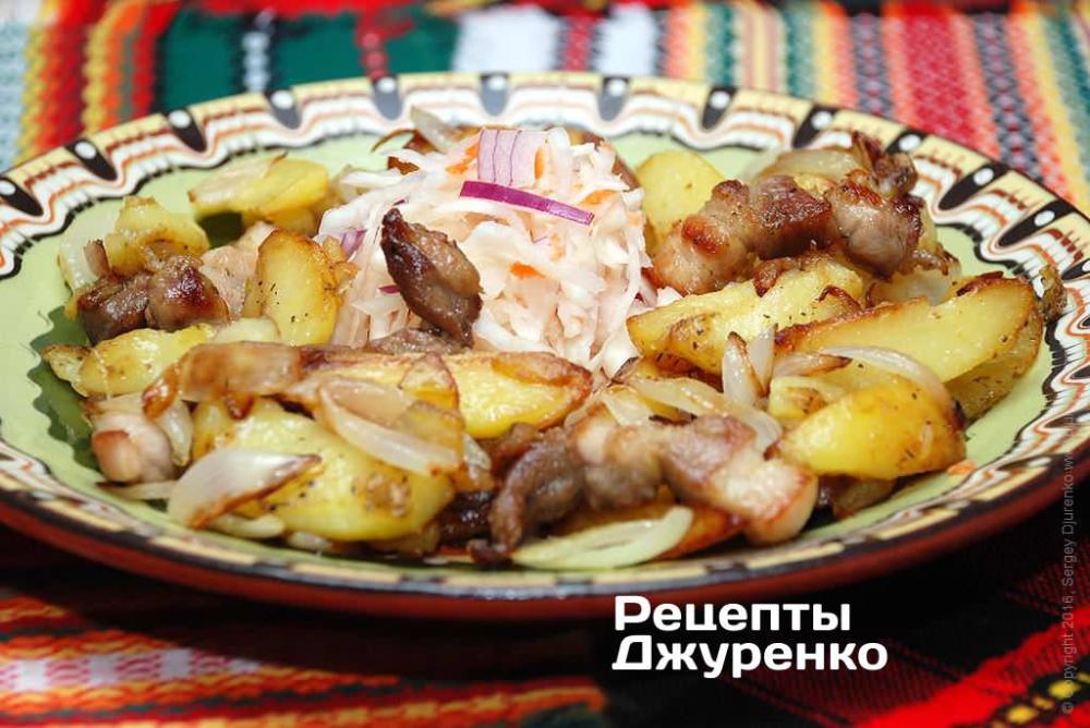 Рецепт: Салат с жареной говядиной, огурцом и сладким перцем на ... | 668x1000