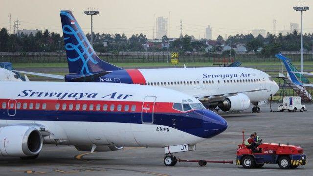 スリウィジャヤ航空 Boeing 737-400 PK-CKA スカルノハッタ国際空港 ...