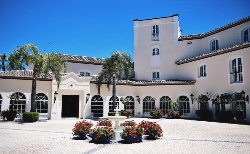 Entrada Hotel de Salud Healthouse Estepona - hacienda típico andaluza Reservas: 0034-951082090