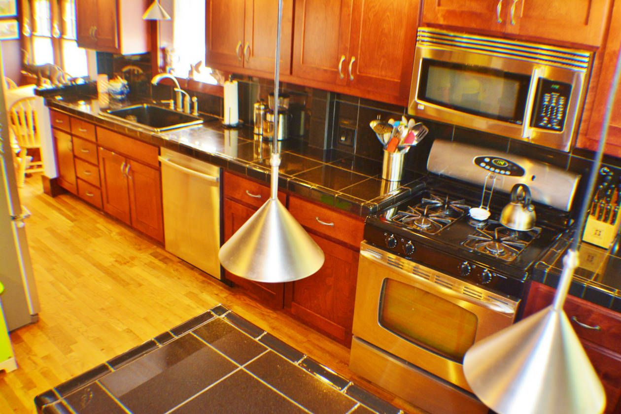 1229 Sw High Ave Kitchen House For Sale In Topeka Ks Kitchen Home Kitchens
