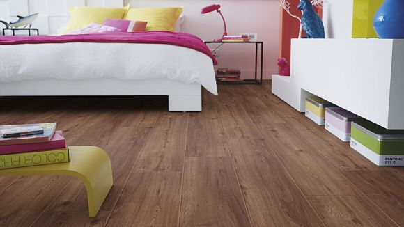 raumbild von vinyl bodenbelag tarkett starfloor click 50 vinyl designbelag clic soft oak http. Black Bedroom Furniture Sets. Home Design Ideas
