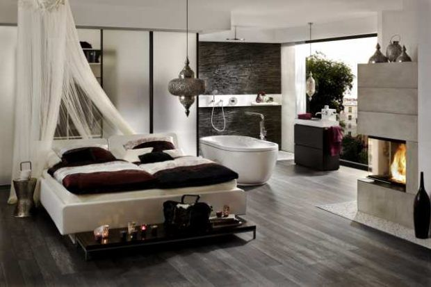 Schlafzimmer mit Himmelbett-Badezimmer-Kamin-freistehende-Badewanne ...