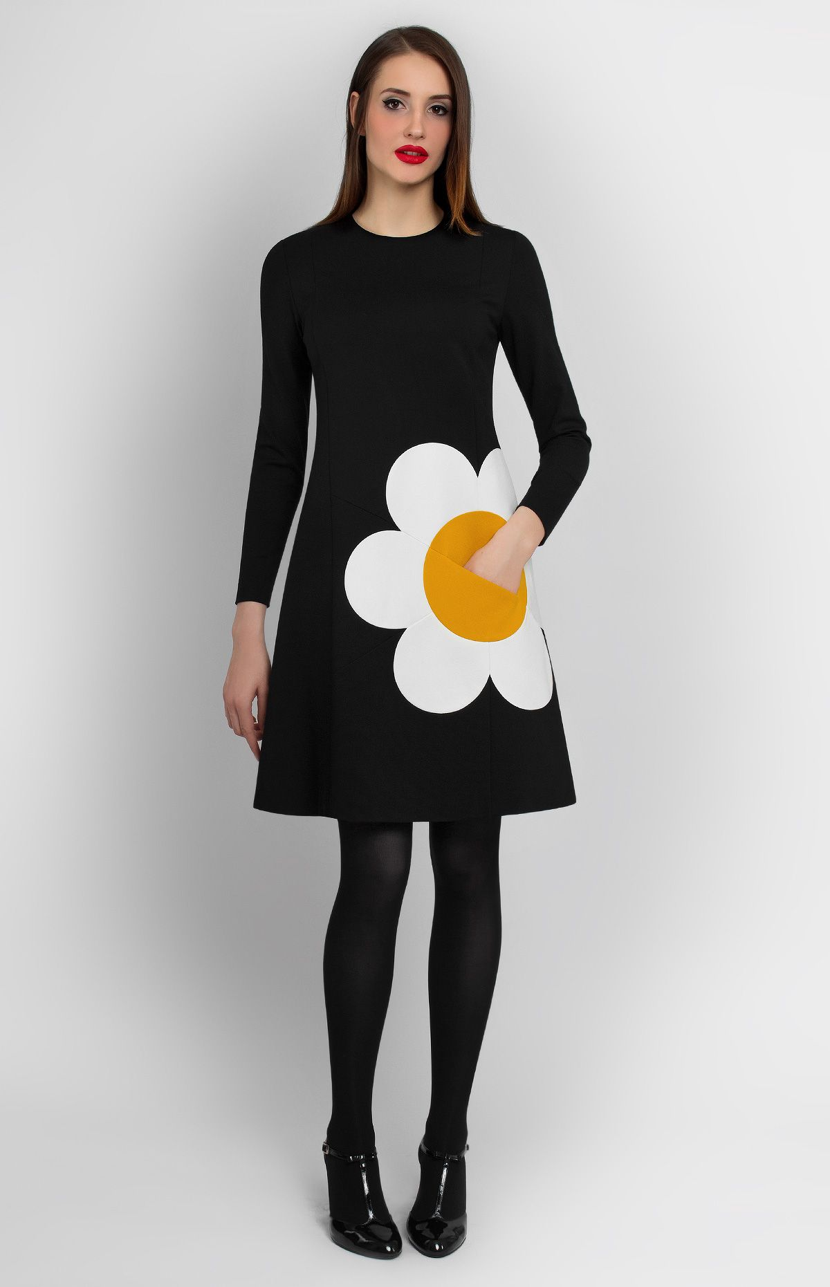 Long-sleeve A-shape knitted dress. Hidden pocket in the middle of the