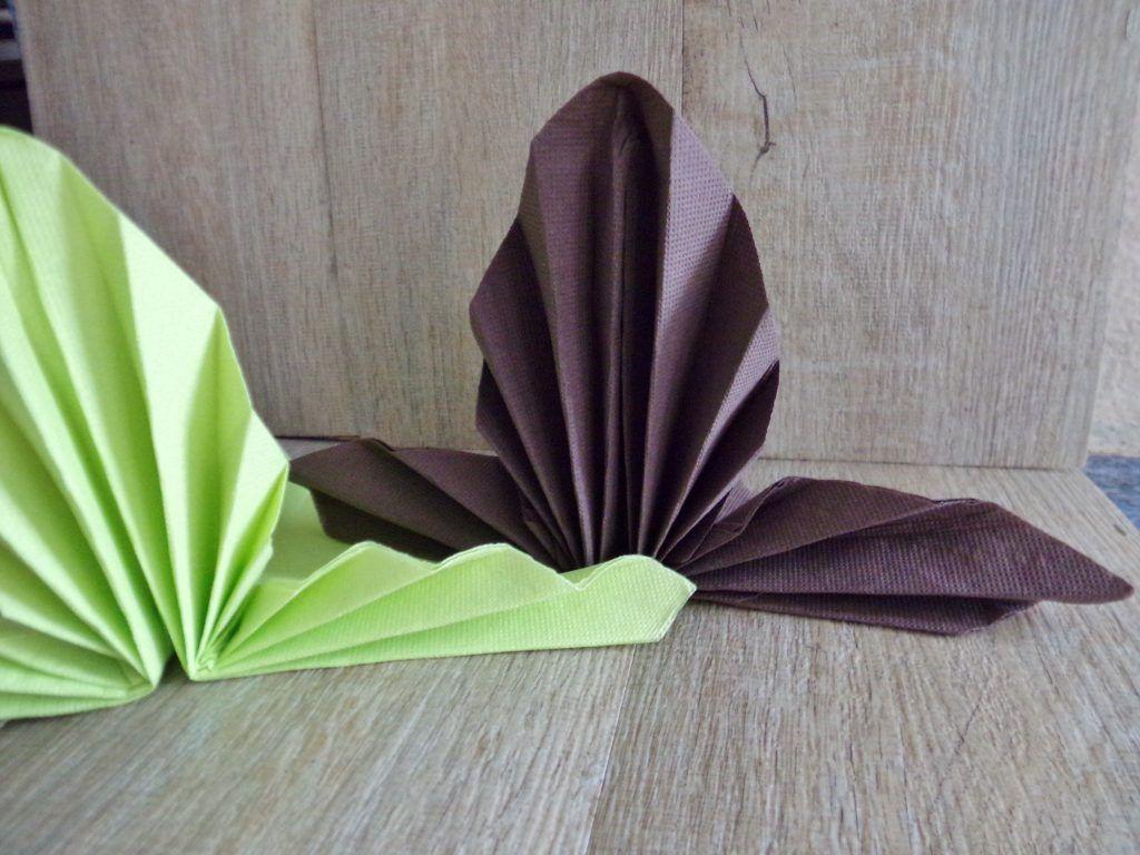 Pliage De Serviettes En Papier Pour Un Superbe Eventail En 2020 Pliage Serviette Papier Pliage Serviette Serviette Papier