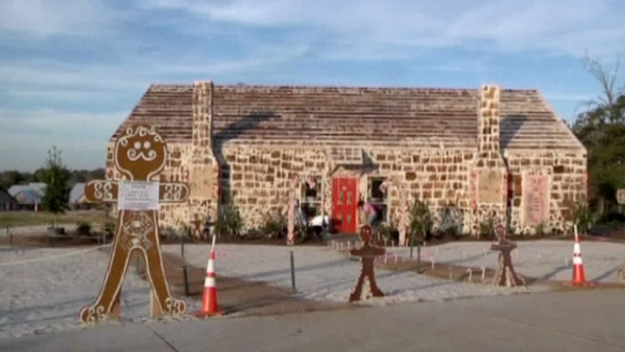 worlds biggest gingerbread house built in texas video