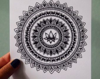 Pintura de Mandala de la flor de loto por Kirsty Russell