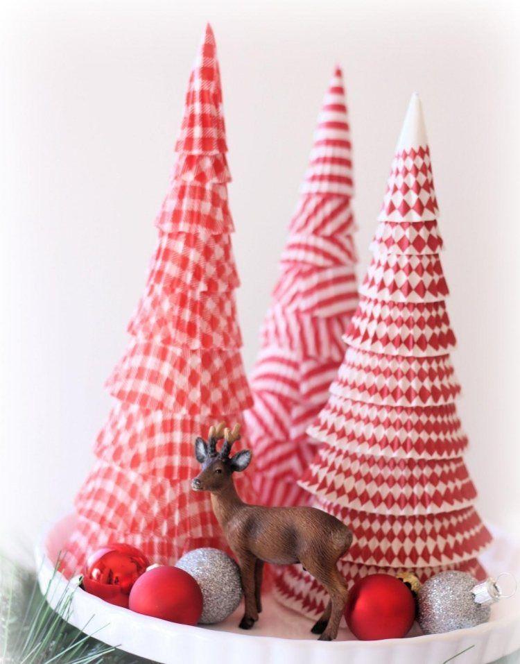 Kegelf rmiger weihnachtsbaum aus papier muffinformen dekoideen - Dekoideen weihnachtsbaum ...
