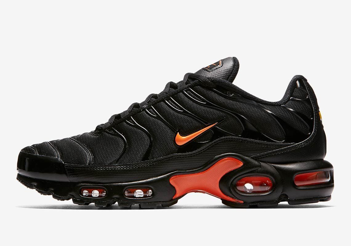 e746c77c929eb A Nike Air Max Plus In VLONE Colors Drops On May 17th | Nike in 2019 ...