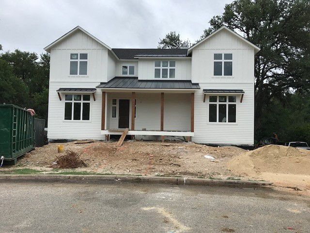 Benjamin Moore Simply White Exterior Paint With Black Metal Roof And Cedar Posts New