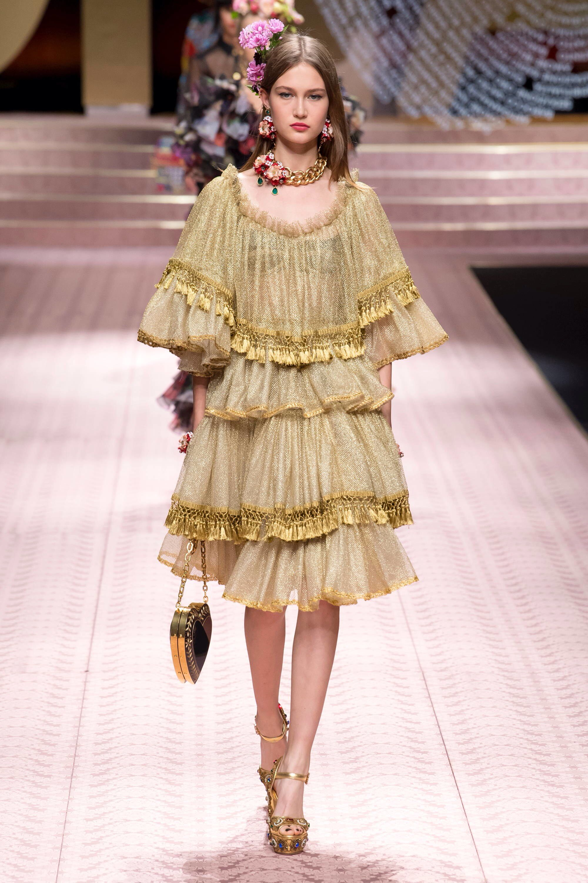 0964fd7f81ded Dolce   Gabbana Spring 2019 Ready-to-Wear Fashion Show in 2019 ...