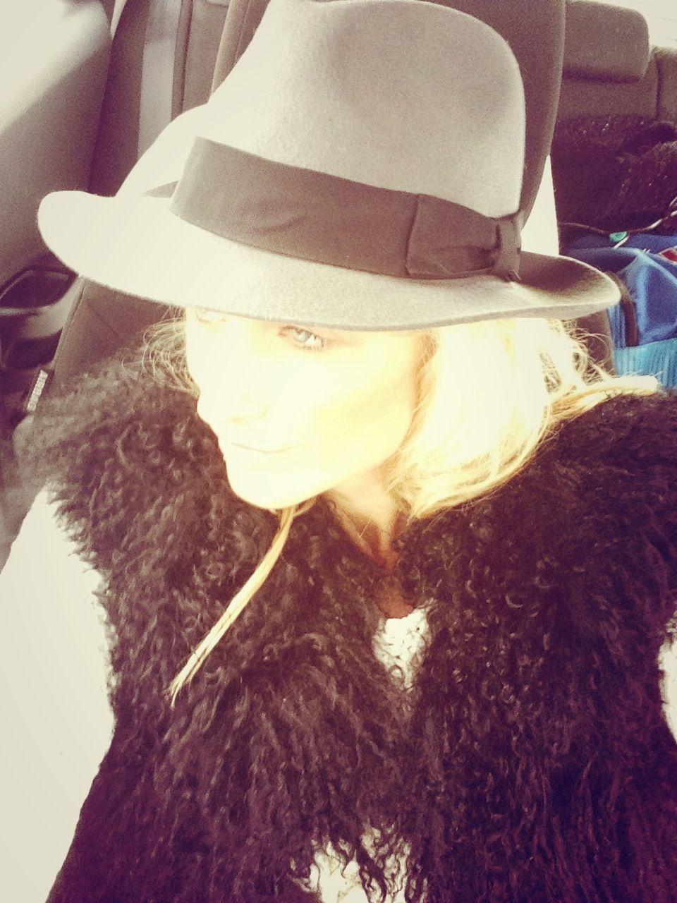 Grey hat, black fur vest #grey #black #fur #hat