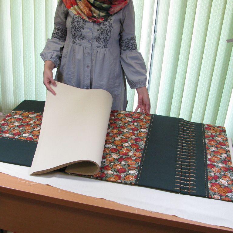 دفتر یادبود دست ساز دوخت به شیوه کاپتیک جلد سمت داخل دفتر پارچه ای دو تکه و سه تکه ابردار جلد سمت بیرون دفت Handmade Books Bookbinding Handmade Journals