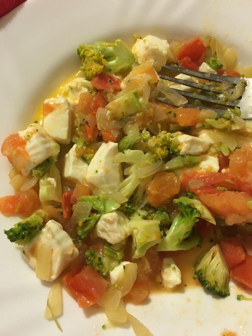 Cena Baja En Calorias Cebolla Tomate Brocoli Y Queso Fresco