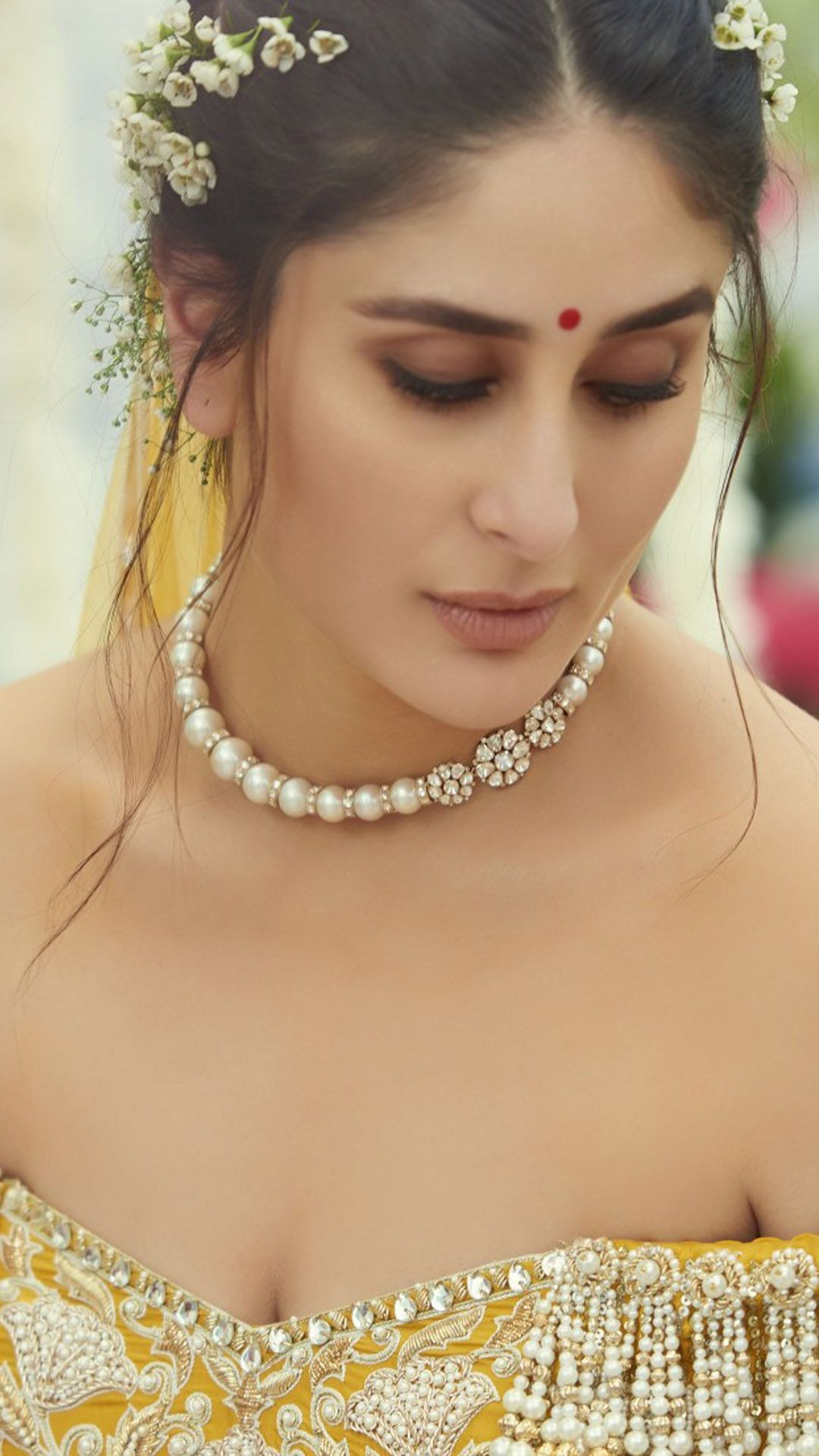 Kareena Kapoor In Bridal Wedding Outfit 4k Ultra Hd Mobile Wallpaper Kareena Kapoor Wedding Kareena Kapoor Kareena Kapoor Wallpapers