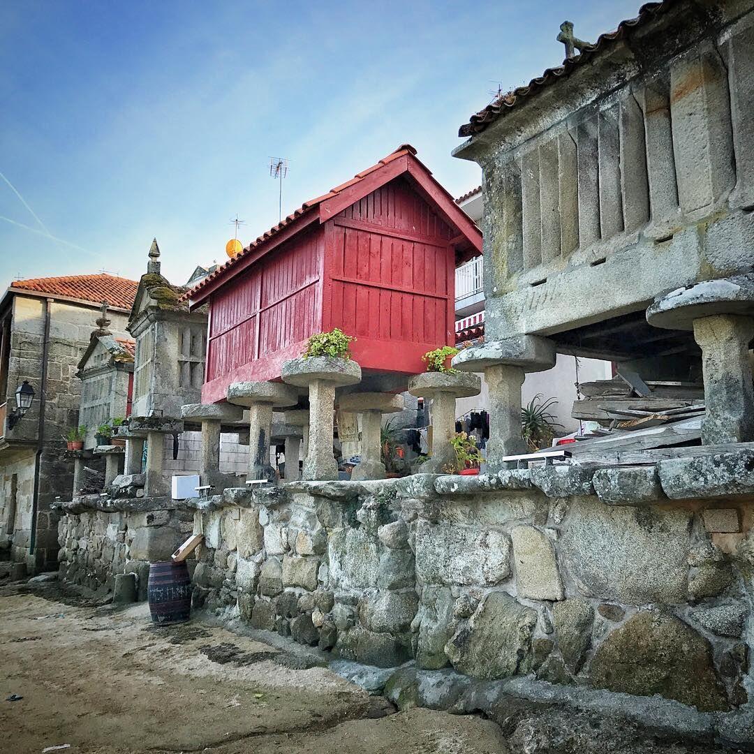 Pin de mer yavuz g len en dolmens menhirs tumulus en 2019 for Casa con piscina fin de semana madrid