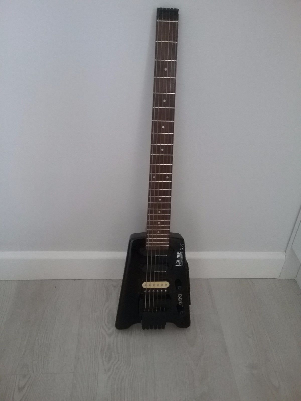 Hohner Headless Electric Guitar - Licensed by Steinberger - G3T-BK ...