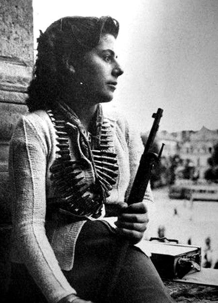 Une résistante seconde guerre mondiale Paris 1944.   Photographie, Mariage  militaire, Guerre mondiale