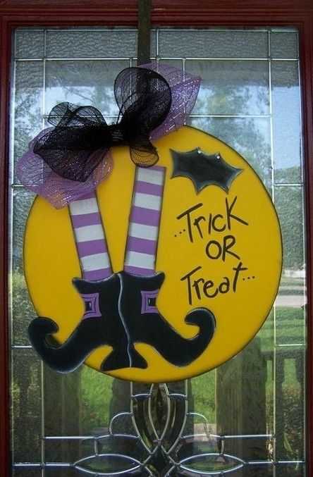 +14 Halloween Door Hanging DIY #halloweendoordecorations