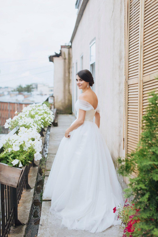 Dresses for summer wedding reception   Light u Airy Dresses For Your Summer Wedding  Pin the Perfect