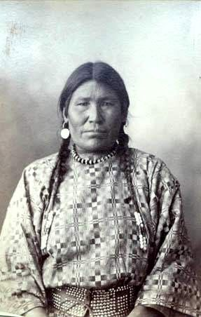 omaha Indian Woman | Fighting-Bear-Mandan-1880.jpg
