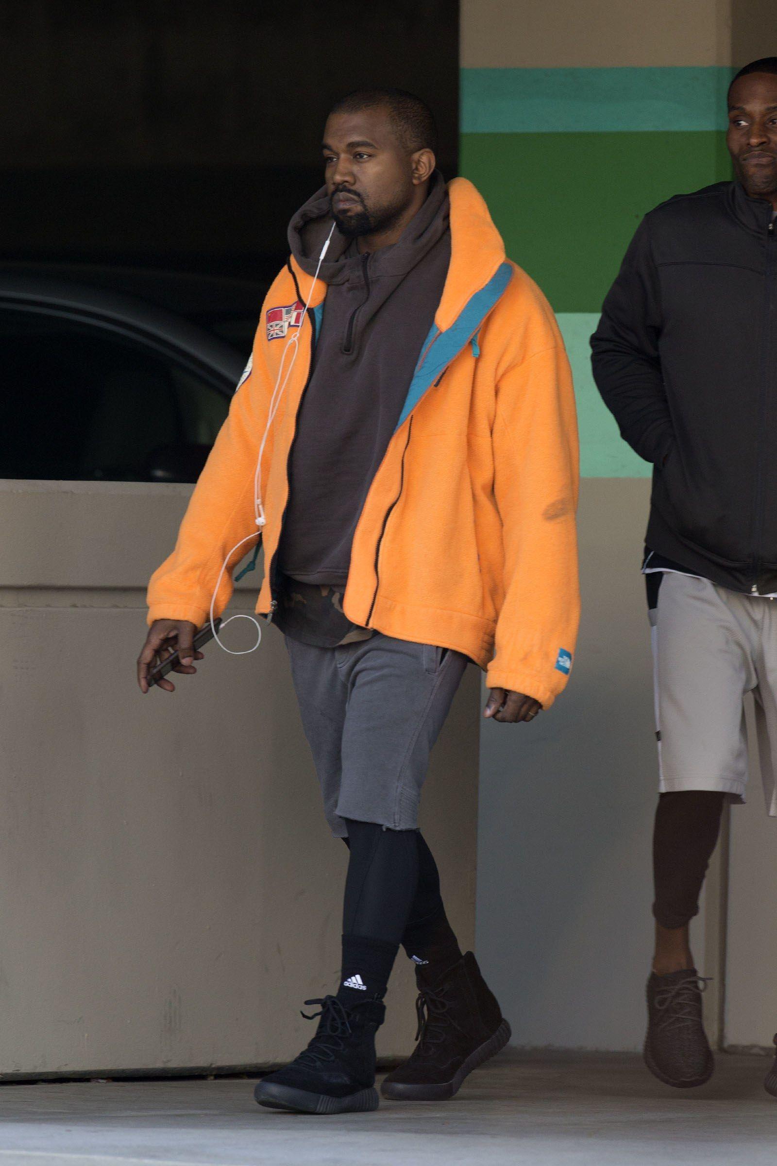 How To Wear A Fleece Jacket Right Now Yeezy Shirt Yeezy Hoodie Kanye West Style [ 2400 x 1600 Pixel ]