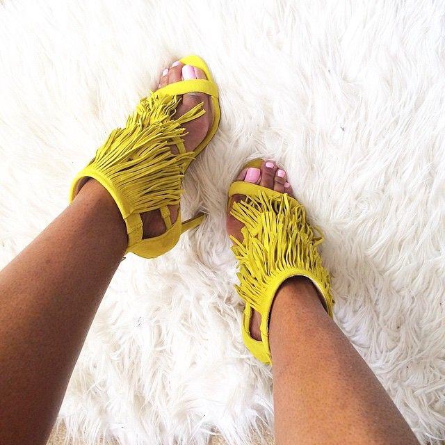 Sandales à talons frangées jaunes