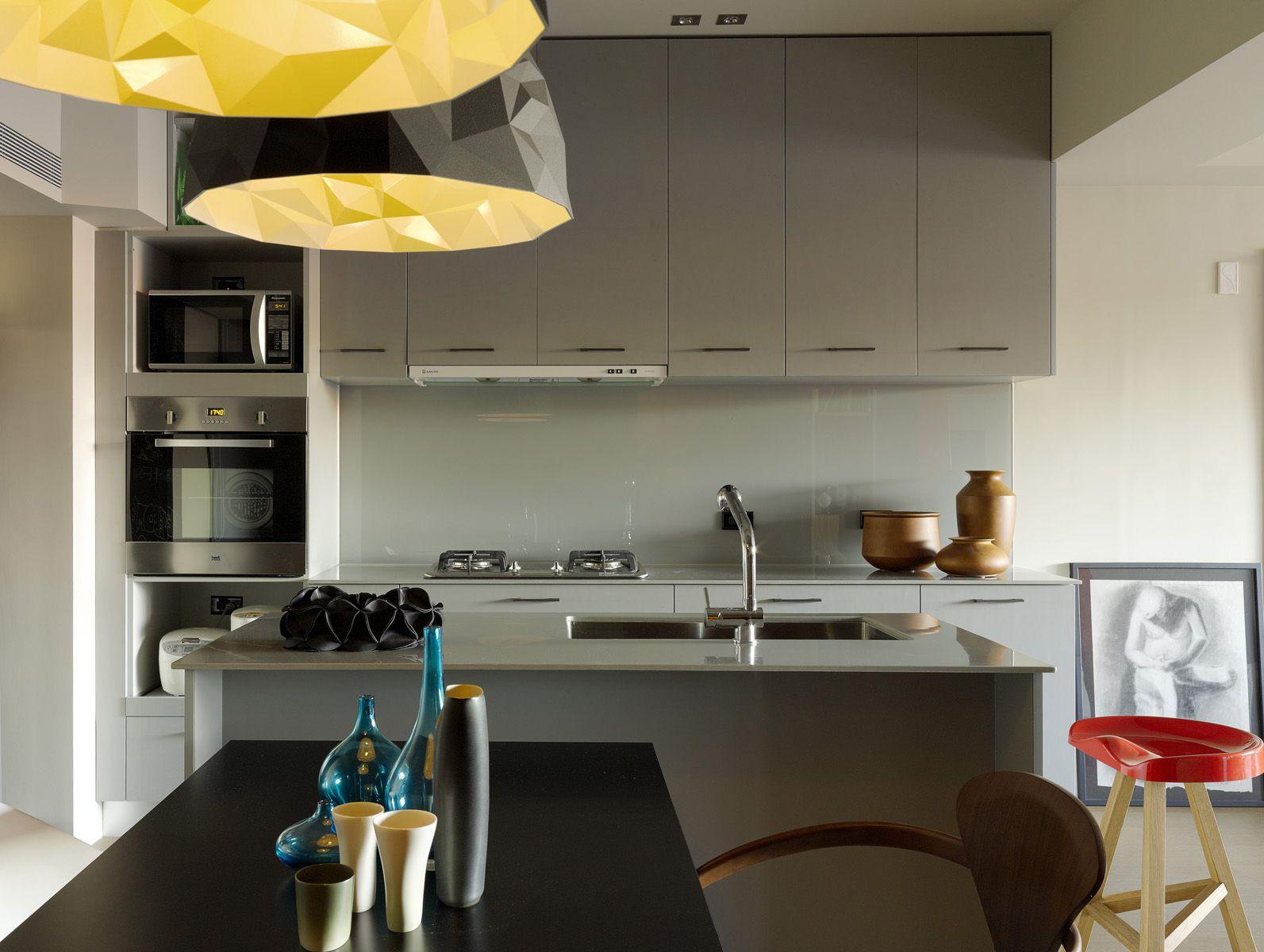 Neon kleuren in modern appartement in taiwan roomed roomed.nl