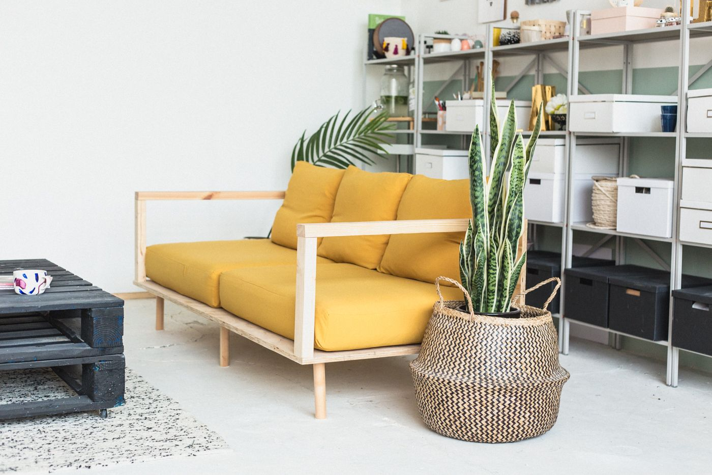 Make Yourself Comfortable with this Easy DIY Wooden Studio Sofa ...