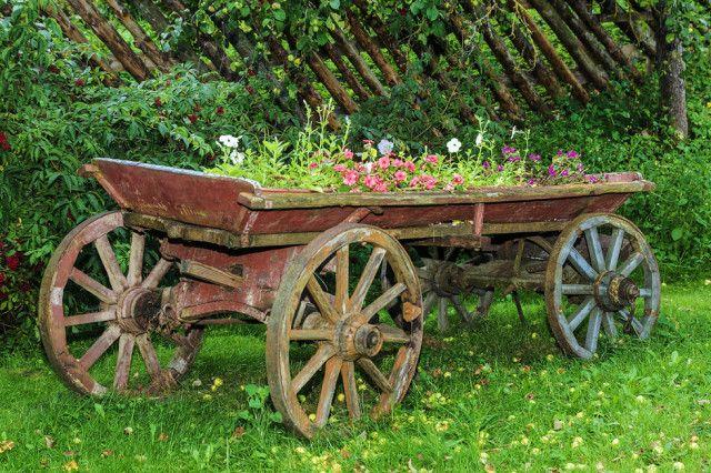 Tolle Gartenhütte aus bearbeitetem Holz Gartenhütte