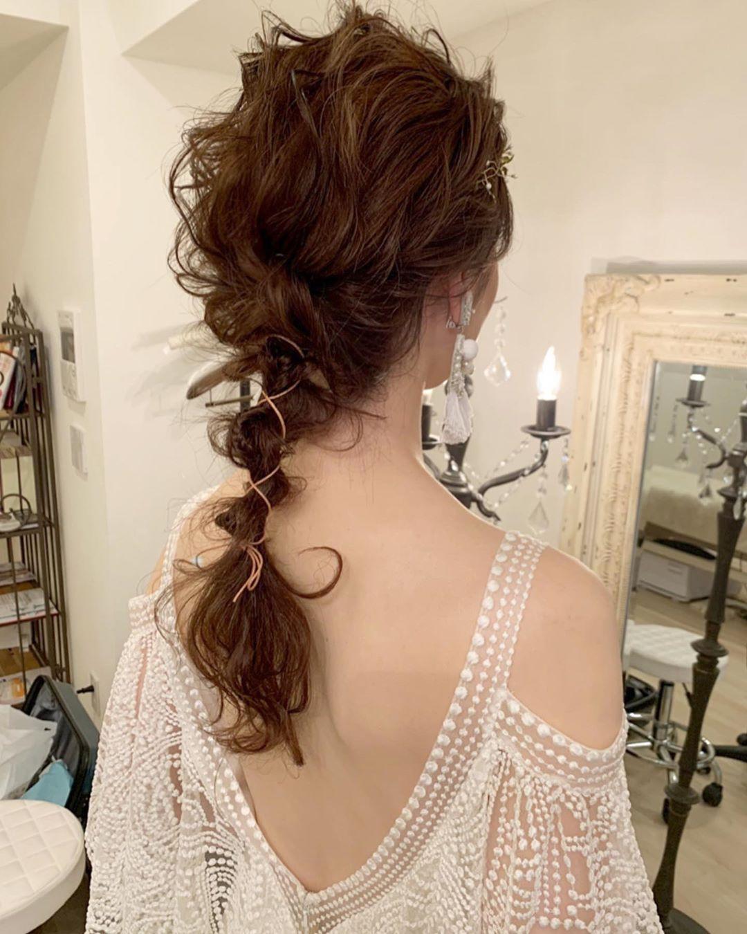 "Kiyo (atelier S'appuyer) on Instagram: ""本日一組目はハワイで挙式されて日本で1.5次会をされるということで、お支度のみアトリエにてさせていただきました。  ドレスもとっても可愛いし、ランジャナカーンのイヤリングもとても可愛いし😍  ヘアスタイルはすこしウェットにさせたゆるゆるあみおろしに。…"""