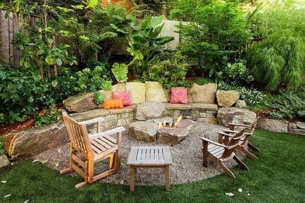 Feuerstelle im Garten rustikal gemauert aus Steinen Sitzecke im Freien #poolimgartenideen