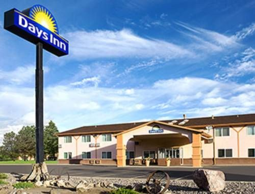 Days Inn Alamosa Alamosa (Colorado) Days Inn Alamosa offers accommodation in Alamosa.  Some rooms feature a seating area where you can relax. All rooms are fitted with a private bathroom equipped with a bath or shower.  You will find shops at the property.