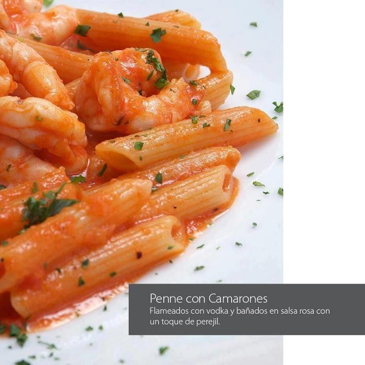 Penne con camarones, flameados con vodka y bañados en salsa rosa con un toque de perejil @ Grupo Cenacolo