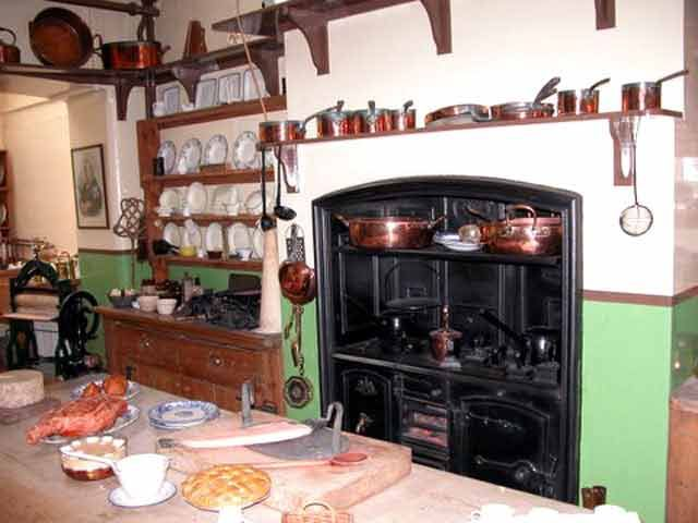 19th century kitchen England - Google Search | Dollhouse ...