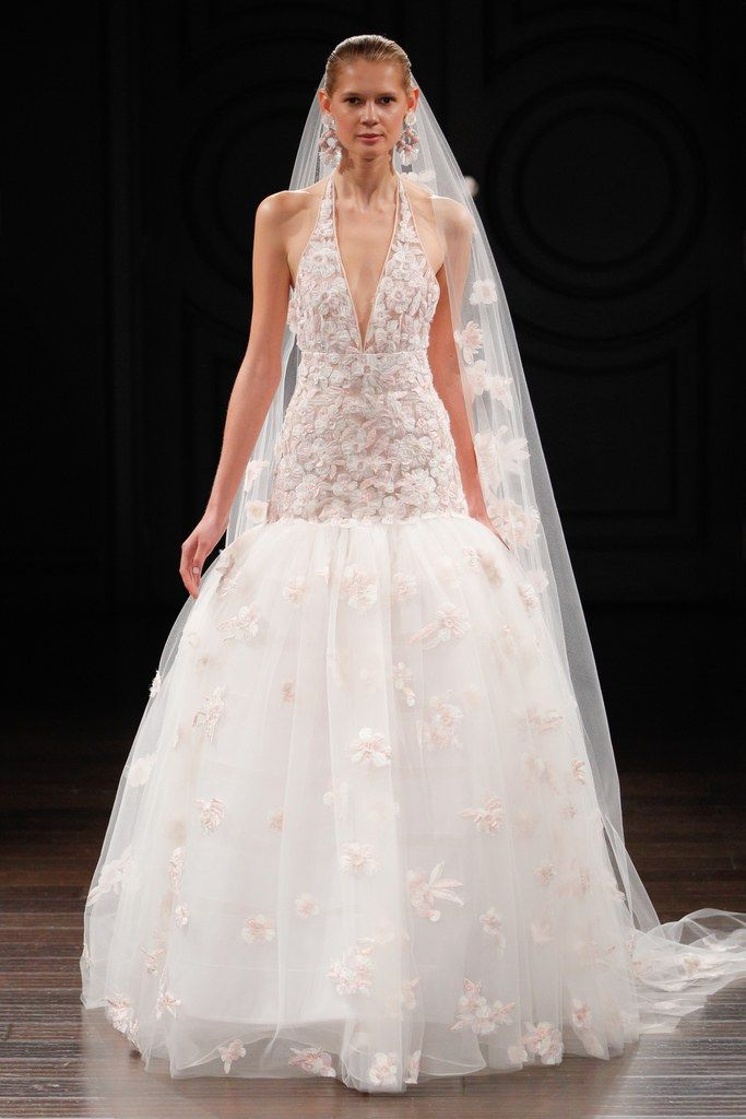 Naeem Khan's spring 2017 bridal collection is filled with stunning wedding gowns - click to see all the runway pictures.