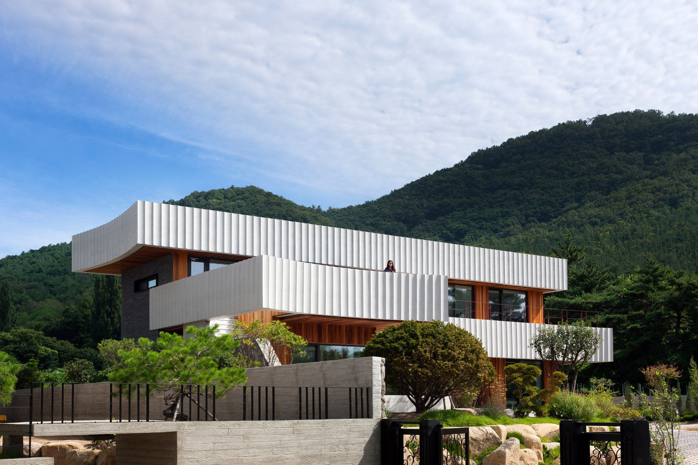 Ridged Ribbons Of Concrete Wrap House In South Korea By Ode