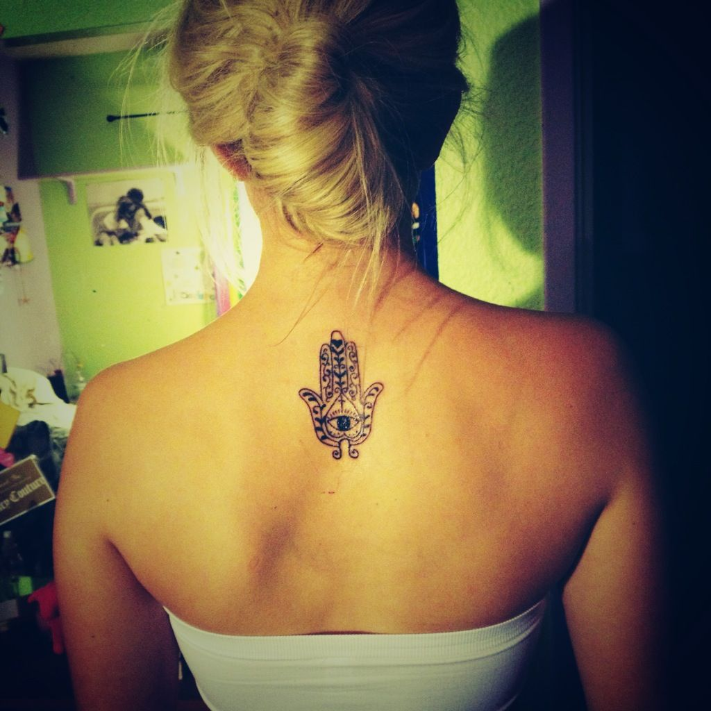 I Would Like Thi Tiny On The Back Of My Neck Hamsa Tattoo Good