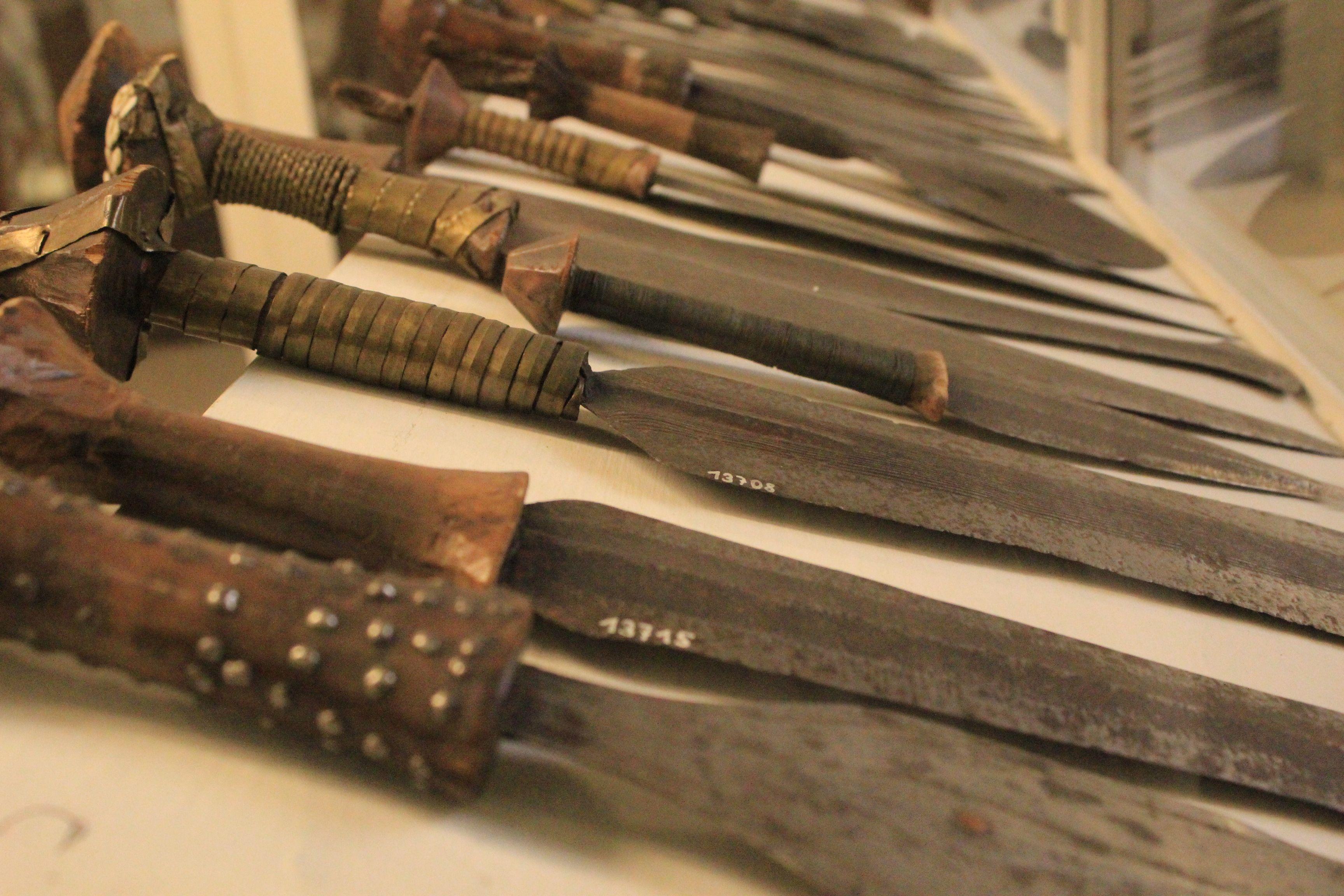 Armi da guerra delle popolazioni Bantu, Africa Centrale.