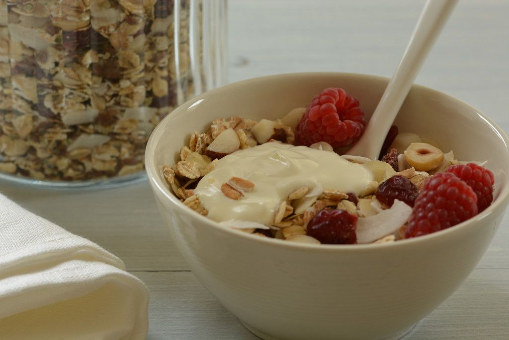 Homemade muesli gives a great start to your day and is really easy to prepare. Here you'll find the basics and the recipe for a wonderful seeds, nuts and fruit muesli.