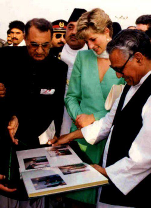 Princess Diana in solo visite Pakistan _ Septembre 1991