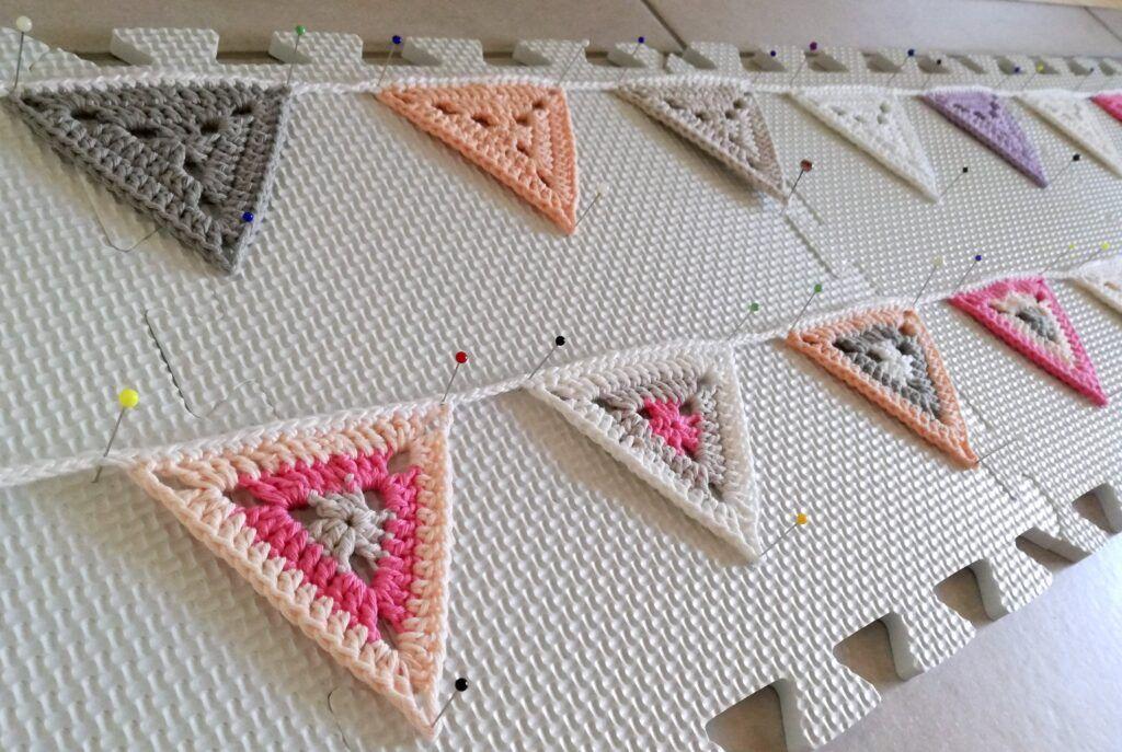 Chaîne de fanion au crochet du blog Heartdeco – The Crochet Factory   – Deko