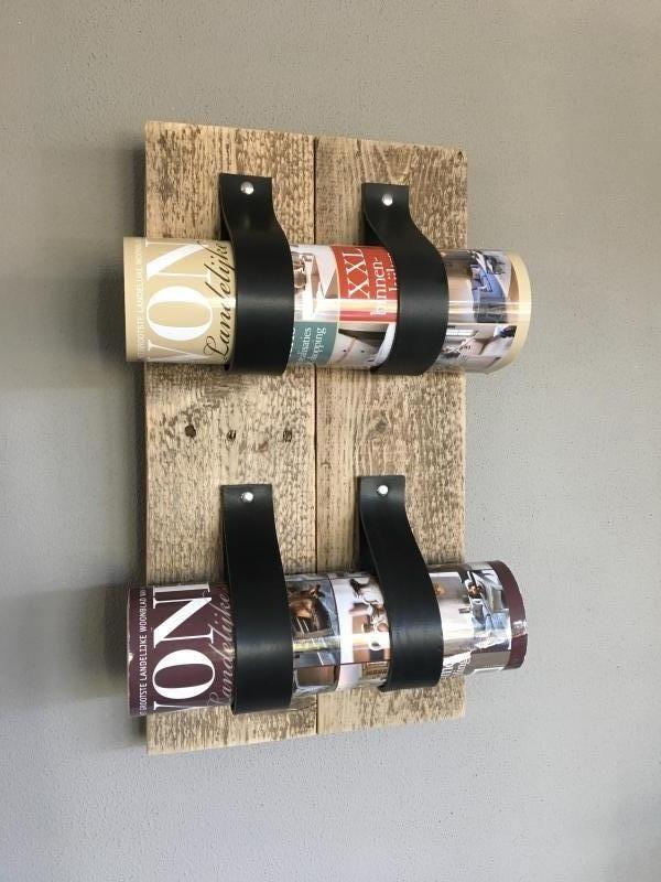 Houten wijnrek met leren lussen - www.decooz.nl