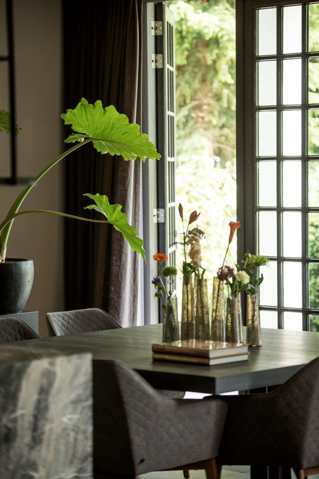 Eetkamer Met Vierkante Tafel.Eetkamer Met Grote Vierkante Tafel Eetkamer Home Decor Glass