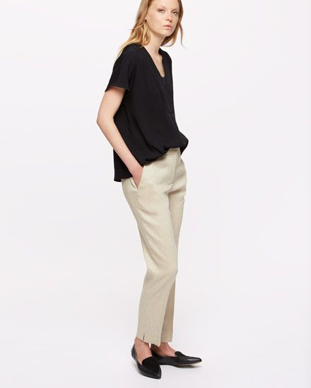 Tailored for a slim fit, our Portofino trousers are made in Italy from a linen and viscose mix with slight stretch for movement. Tapered for a contemporary silhouette, it has classic features, including slant pockets and a concealed zip and hook-and-bar closure. Wear with the Portofino Linen Jacket or team with a piece of knitwear for a more casual look.