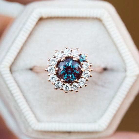 Anillo de compromiso de diamantes de Morganita de tres piedras Anillo de oro rosa de 14 quilates Anillo de diamantes naturales únicos – Ideas de joyería fina