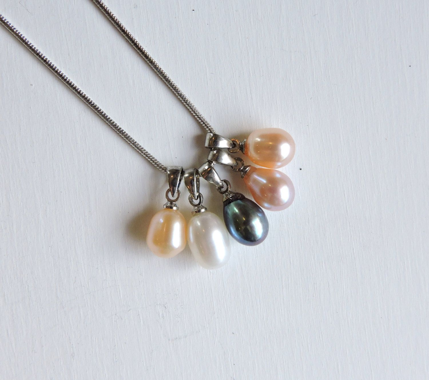 Vintage freshwater pearl pendants silver necklace boxed set 5 vintage freshwater pearl pendants silver necklace boxed set 5 interchangeable pendants dong hui pearl black white cream purple peach aloadofball Images