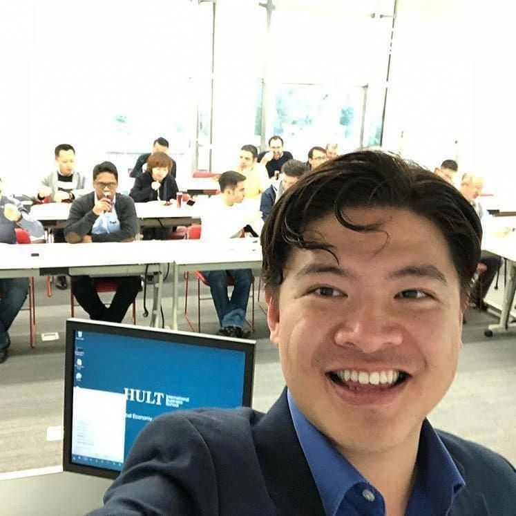 Room packed with students wanting to learn about Blockchain