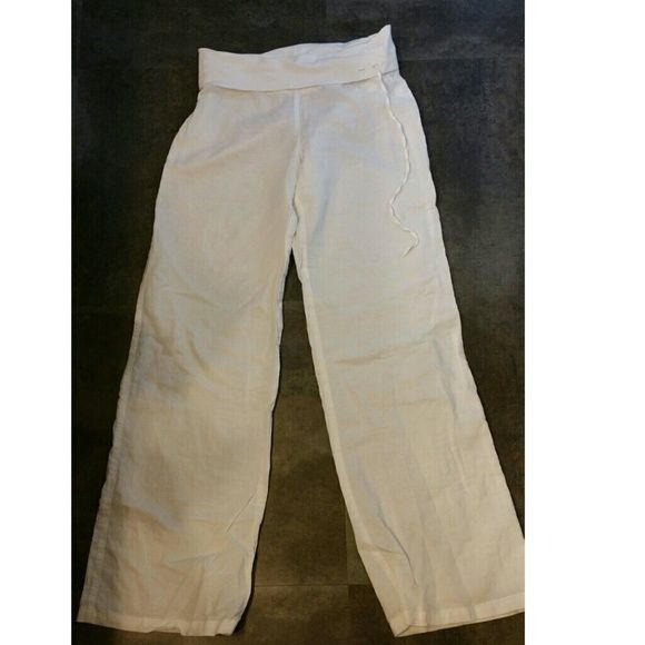 Linen pants! Great for the beach! In great conditions! I am a 4 and they fit good! Could for a small to! Derek Heart Pants
